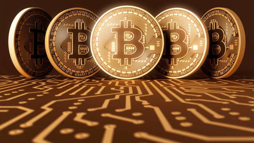 Bitcoin slitta del 18%